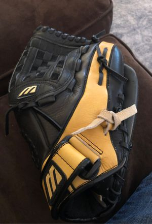 Baseball mitt 11 inch mizuno nice glove for Sale in Brier, WA