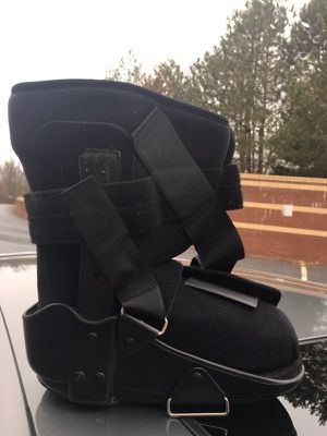 Medium boot for Sale in Rockville, MD