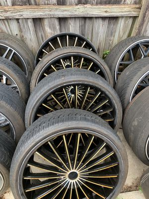 Black and gold rims full set for Sale in Brandon, FL
