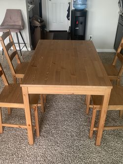 Perfect Dinning Table For A Family Of 4 for Sale in Houston,  TX
