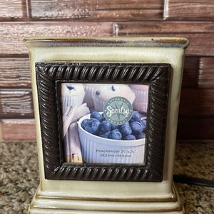 SHIP ONLY Snapshot Scentsy Retired Wax Warmer Plug In for Sale in San Antonio, TX