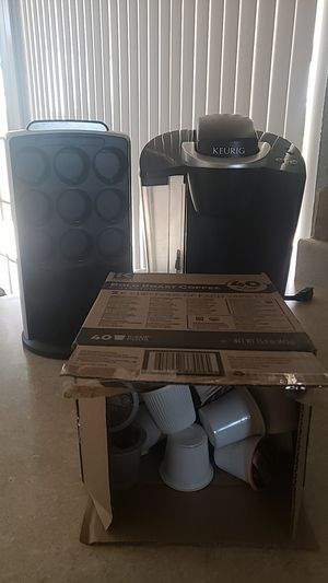 Keurig for sale comes with 44 dark roast kcups and matching kcup holder for Sale in El Paso, TX