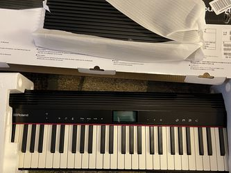 Roland Go Piano 61 Electronic Keyboard for Sale in Seattle,  WA