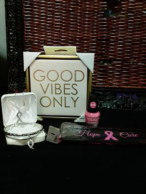 BREAST CANCER AWARENESS GIFT SET for Sale in Dallas, TX
