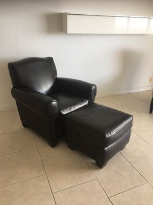 Brown leather chair with Ottoman for Sale in Miami Beach, FL