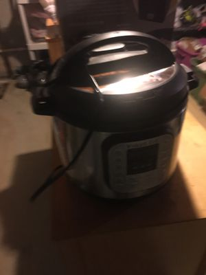 Instant Pot DUO80v2 8 Qt 7-in-1 Electric Pressure Cooker for Sale in North Providence, RI