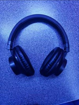 Bluetooth and AUX headphones for Sale in Cleveland, OH