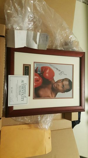 Ray leonard authentic picture and autograph with authentic papers for Sale in West Palm Beach, FL