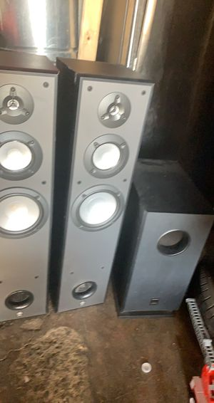 ONKYO 5kW-420 subwoofer and 2 YAMAHA tower speakers for Sale in San Jose, CA