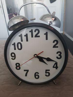Big alarm clock for Sale in Victorville, CA