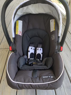 Graco Infant Car Seat & Base for Sale in Harrodsburg, KY