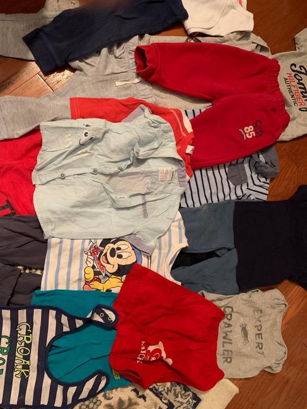 21 piece 12-18m boy clothes(carters gap kanz..)