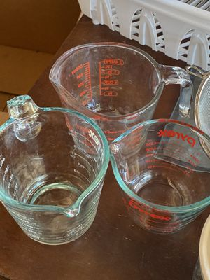 Kitchen glassware/Pyrex for Sale in Henderson, NV