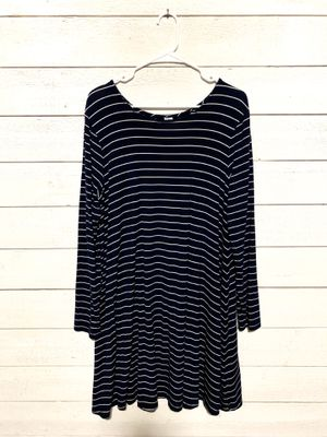 Woman's navy and white stripped dress for Sale in Auburn, WA