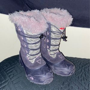 GIRLS NORTHFACE SNOW BOOTS for Sale in Washington, DC