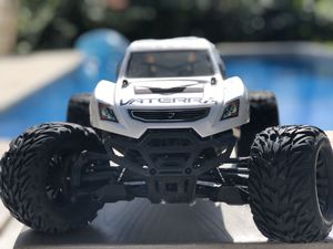 Vaterra Halix 4x4 RC Car - Great Christmas Present for Sale in Fort Lauderdale, FL