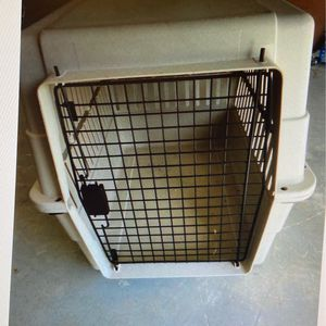 Travel crate for large dog, plastic for Sale in Boynton Beach, FL