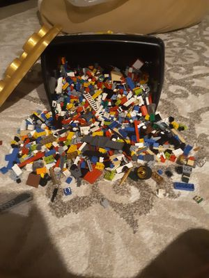 Around 800 To 1000 Lego Pieces/8 Pounds of legos for Sale in Bellevue, WA