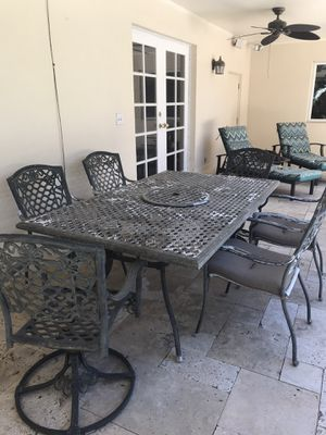 Patio dining table and chairs for Sale in Tampa, FL