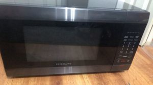 Frigidaire 1.6 cu ft Microwave for Sale in Beaumont, TX