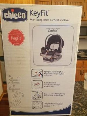 Chicco Keyfit 22 Infant Car Seat and Base for Sale in Shakopee, MN