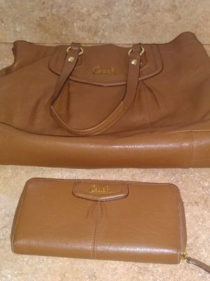 Original Genuine Authentic Coach Hand Bag Purse and Matching Wallet!⭐MAKE AN OFFER⭐ for Sale in Miami, FL