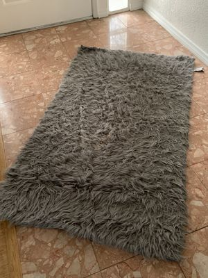 Nice furry grey carpet for Sale in Los Angeles, CA