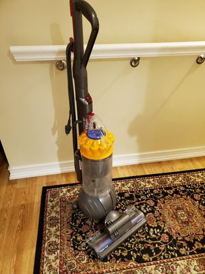 Dyson Ball Total Clean Multi Floor upright vacuum cleaner UP13MF for Sale in Des Plaines, IL