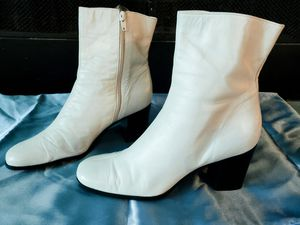 White Mountain Leather Boots Size 9M for Sale in Nashville, TN