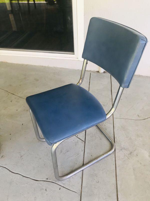 Vintage Formica table round dinette set blue