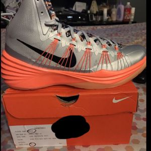 Orange-and-grey nike basketball shoes for Sale in Bronx, NY