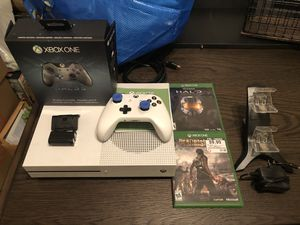 Xbox One S 500GB with Halo 5 Edition Controller, Charging Station, and two Rechargeable Batteries for Sale in Bakersfield, CA