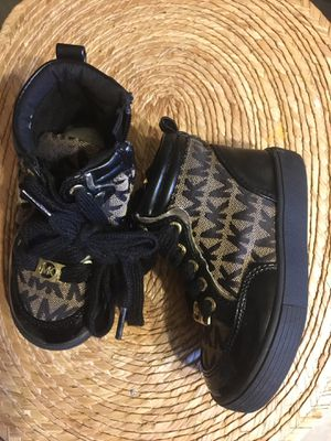 Like New mk girl boots size 6 $4o for Sale in Mesquite, TX