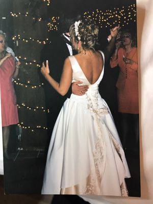 Wedding dress size 10-12 for Sale in Henderson, NV