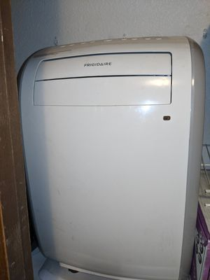 Fridgidaire portable ac unit with remote and duct. for Sale in Woodinville, WA