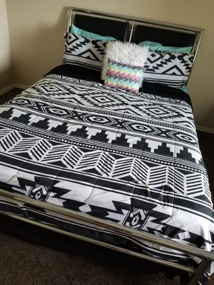 Bed frame! *mattress not included* for Sale in YSLETA SUR, TX