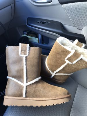 New Ugg boots - Women's size 8 for Sale in Aurora, CO