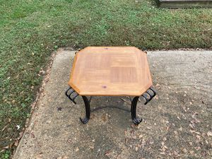 End table accent piece furniture wood used for Sale in Chattanooga, TN