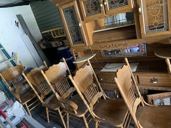 Gorgeous oak kitchen table set
