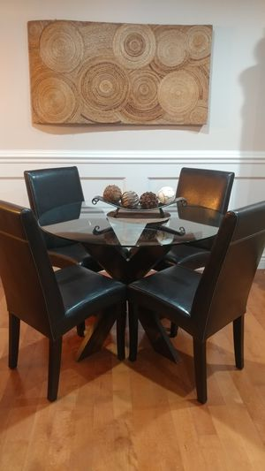 Gorgeous Pier 1 Dining Table w/ 4 Leather Chairs for Sale in Schaumburg, IL