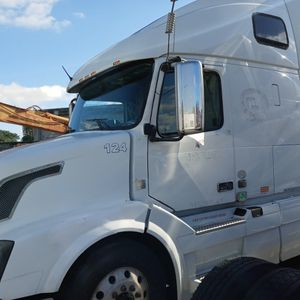 2011 Volvo D13 475HP for Sale in Opa-locka, FL