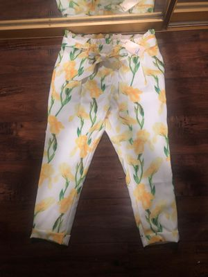 Brand new size large floral crop pants for Sale in East Los Angeles, CA