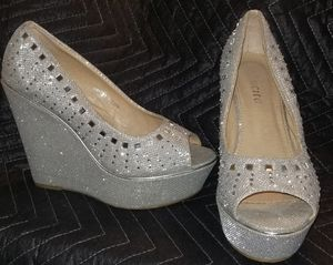 Size 8 wedges silver and crystals for Sale in Las Cruces, NM
