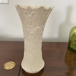 """8"""" Woodland Lenox Cream Colored Vase for Sale in Port St. Lucie, FL"""