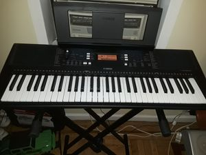 Electronic keyboard-piano Yamaha psr e363 for Sale in Brooklyn, NY