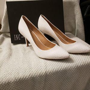 I.N.C White faux snake skin heels size 9 for Sale in Miami, FL