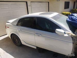 Acura tl 2004. Para partes motor bueno solo la tapa del carter rota for Sale in Montclair, CA