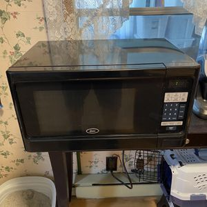 1 Cuft Oyster Carousel Microwave 1100 Watt Newly Used for Sale in Auburndale, FL