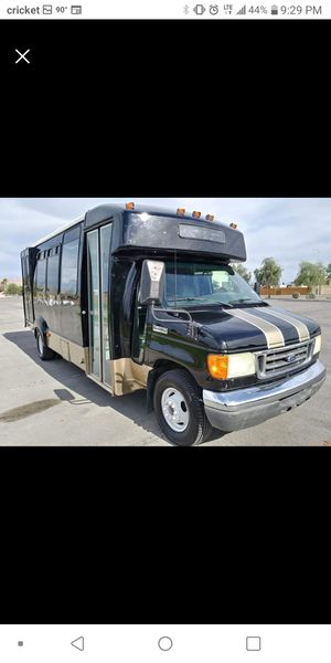 2007 FORD F450 DIESEL SHUTTLE BUS ***THE PRICE IS NEGOCIABLE IN PERSON ONLY*** for Sale in Las Vegas, NV