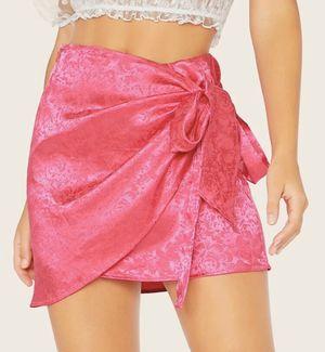 Satin hot pink skirt for Sale in Edinburg, TX